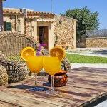 Ferienhaus Mallorca MA2095 Esstisch im Garten