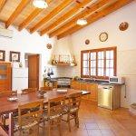 Ferienhaus Mallorca MA2095 Küche mit Tisch
