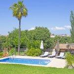 Ferienhaus Mallorca MA2095 Rasenfläche um den Pool