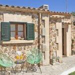 Ferienhaus Mallorca MA2095 Stühle am Haus