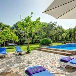 Ferienhaus Mallorca MA2160 Sonnenliegen auf der Terrasse