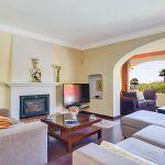 Ferienhaus Costa del Sol CSS4025 Wohnbereich mit TV und Kamin