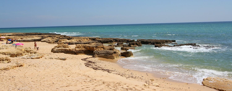 Strand von Armacao de Pera an der Algarve
