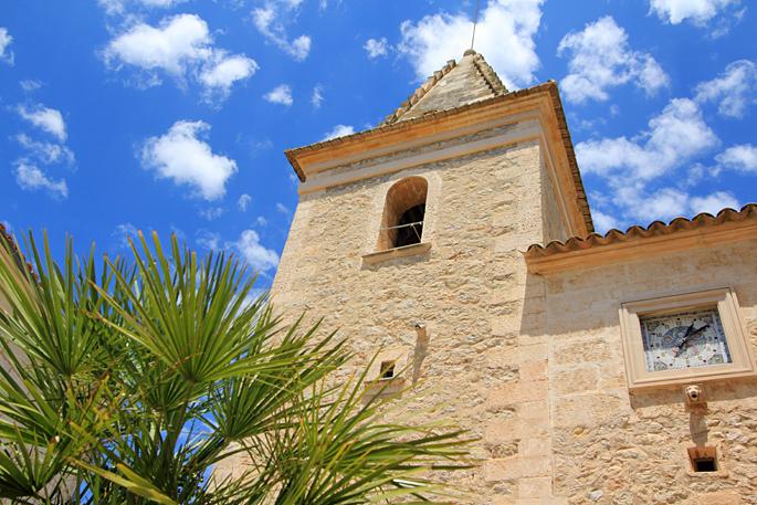 Kirchturm von Moscari auf Mallorca