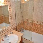 ferienhaus-mallorca-ma2030-badezimmer-mit-wanne