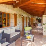 ferienhaus-mallorca-ma2040-gartenmobel-auf-der-terrasse