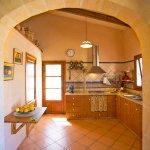 Ferienhaus Mallorca MA2097 Küche mit Rundbogen