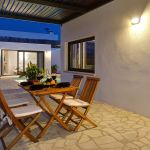 villa-mallorca-ma2022-terrasse-mit-gartenmobel