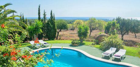 Mallorca Südost – Ferienhaus S'Horta 4799 mit Pool und Meerblick, Grundstück 21.000qm, Wohnfläche 195qm. Wechseltag Samstag, Nebensaison flexibel – Mindestmietzeit 1 Woche.