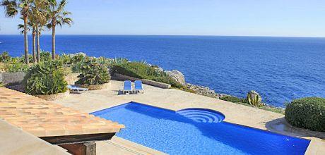 Mallorca Südostküste – Ferienhaus Porto Petro 4798 mit Pool direkt am Meer, Strand 650m, Grundstück 1.380qm, Wohnfläche ca. 500qm, Wechseltag Samstag – Mindestmietzeit 1 Woche.