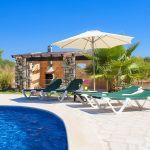 Finca Mallorca MA3950 Liegen und Sonnenschirm am Pool