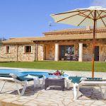 Finca Mallorca MA3950 Poolbereich mit Sonnenliege