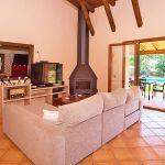 Finca Mallorca MA3950 Wohnraum mit Zugang zur Terrasse