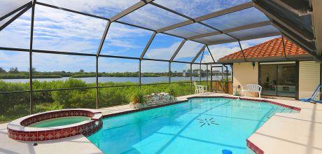 Luxus-Ferienhaus Florida Manasota Beach 32180 mit beheizbarem Pool und Bay-Blick in Strandnähe (ca. 900m), Grundstück ca. 3.000qm, Wohnfläche ca. 250qm. Wechseltag flexibel – Mindestmietzeit 1 Woche.