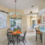 Ferienhaus Florida FVE3008 Küchentheke mit Esstisch