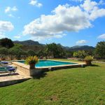 Ferienhaus Mallorca MA2284 Rasenfläche um den Pool