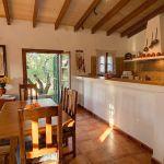 Ferienhaus Mallorca MA2284 offene Küche mit Esstisch