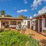 Ferienhaus Mallorca MA23370 Terrasse mit Blumentöpfen
