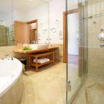 Villa Mallorca MA4292 Bad mit Wanne und separater Dusche