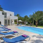 villa-mallorca-ma5654-sonnenliegen-am-pool