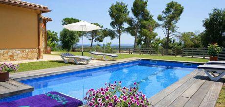 Costa Brava Ferienhaus Llobrega 3177 mit Pool und Internet für 6 Personen. Anreise- und Abreisetag Freitag.