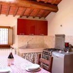 Ferienhaus Toskana mit Pool und Hund TOH380 Esstisch in der Küche