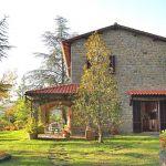 Ferienhaus Toskana mit Pool und Hund TOH409 Seitenansicht