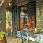 Ferienhaus Toskana mit Pool und Hund TOH409 Terrasse mit Esstisch