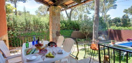 Ferienhaus an der Costa Brava Begur 2164 mit Pool für 4 Personen mieten. Anreise- und Abreisetag Freitag.