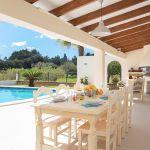 Luxus Ferienhaus Mallorca MA3996 überdachte Terrasse mit Esstisch