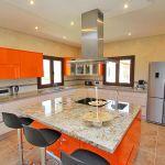 Luxus-Ferienhaus Mallorca MA4811 Küche mit Esstisch