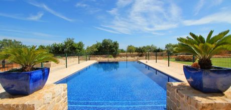 Mallorca Südostküste – Luxus-Ferienhaus S'Horta 4811 mit eingezäuntem Pool und großem Grillhaus in ruhiger Lage, Strand 2km, Grundstück 15.000qm, Wohnfläche 350qm, An- und Abreisetag Samstag.