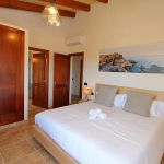 Luxus-Ferienhaus Mallorca MA4811 Schlafzimmer mit Doppelbett (2)
