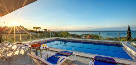 Costa Brava Ferienhaus Canyelles 53396 mit Pool und Meerblick für 8 Personen. An- und Abreisetag Freitag.