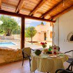 Ferienhaus Kreta KV32304 Esstisch auf der Terrasse