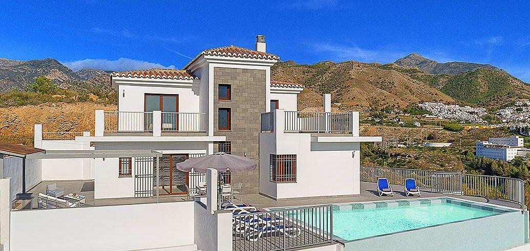 Villa Costa Del Sol mit Pool, Meerblick und Innenpool