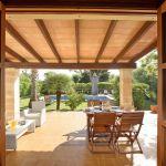 Ferienhaus Mallorca MA2050 überdachte Terrasse mit Gartenmöbel
