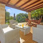 Ferienhaus Mallorca MA2050 Gartenmöbel auf der Terrasse