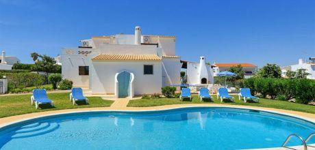 Ferienhaus Algarve Castelo 3002 mit privatem Pool und Internet für 6 Personen. An- und Abreisetag Samstag, Nebensaison flexibel auf Anfrage. Sonderpreise April / Mai.