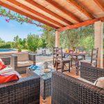 Ferienhaus Mallorca MA2024 Gartenmöbel auf der Terrasse