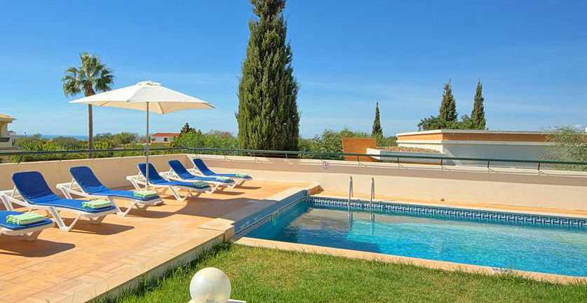 Ferienhaus Algarve ALS3004 Poolbereich mit Liegen