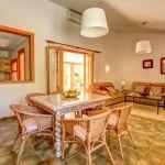 Finca Mallorca MA23487 Esstisch im Wohnraum