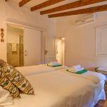Finca Mallorca MA53473 Schlafraum mit Bad (2)