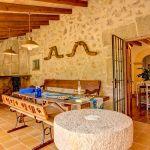 Finca Mallorca MA53473 Terrasse mit Esstisch und Kamin