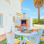 Ferienhaus-Algarve-ALS4601-Gartenmöbel-am-Grillbereich