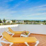 Ferienhaus-Algarve-ALS4601-Liegen-auf-der-Terrasse