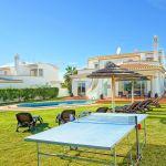 Ferienhaus-Algarve-ALS4601-Tischtennisplatte-im-Garten