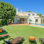 Ferienhaus Algarve ALS4606 Garten mit Sonnenliegen