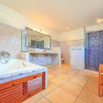Finca Mallorca MA4502 Bad mit Wanne und Dusche