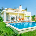 Villa-Algarve-ALS3500-Rasenfläche-um-den-Pool